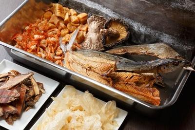 スープに使う食材は30種類以上。いずれも佐野氏が全国を巡って選び抜いたものだ