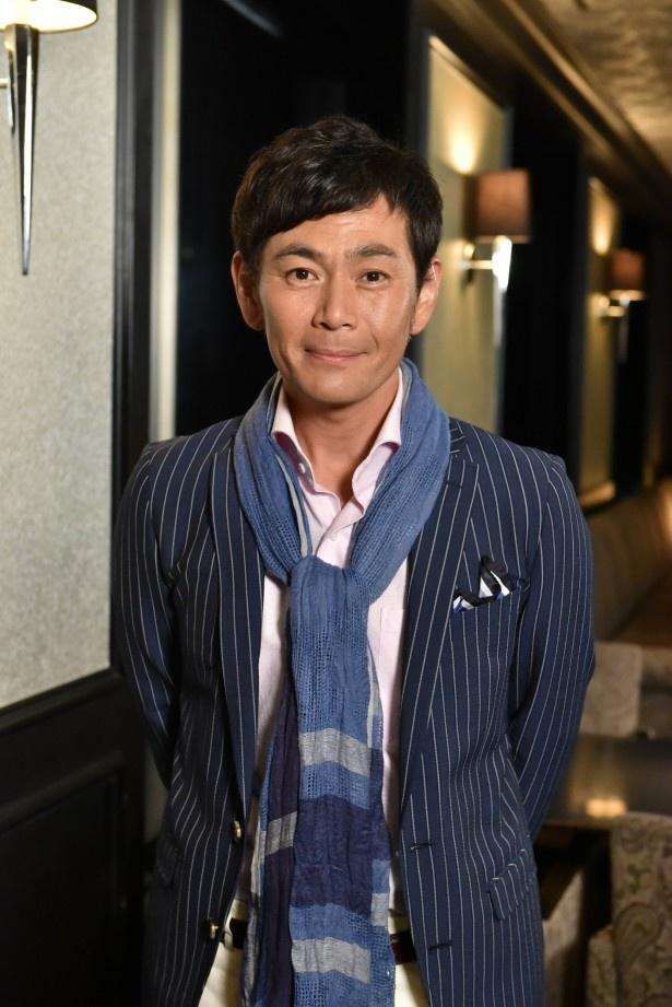 【写真を見る】ストーカー行為を働くプロデューサー役を演じる遠藤章造