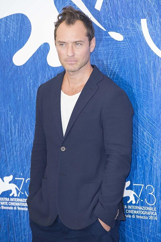 【写真を見る】ヴェネチア国際映画祭でも髪にボリュームを出していたジュード