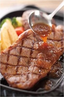 【写真を見る】上質なステーキを心ゆくまで堪能しよう