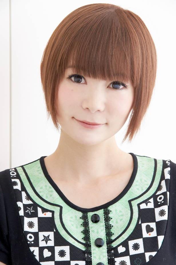 「小学生のためのコンサート」の司会を務める中川翔子