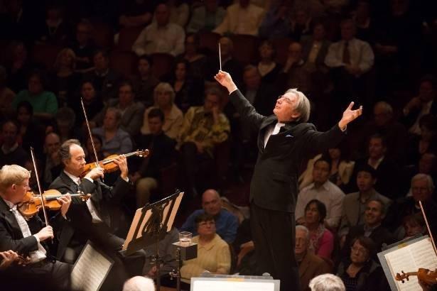 11月22日(火)の公演で、サンフランシスコ交響楽団を指揮するマイケル・ティルソン・トーマス氏