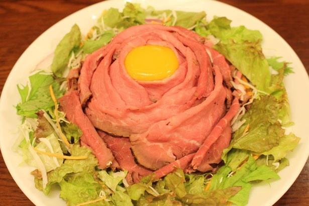 使用している肉の量は、通常の3倍にあたる270g!「トリプル盛 ローストビーフ丼」(2000円)/Tokyo Beer Paradise by Primus