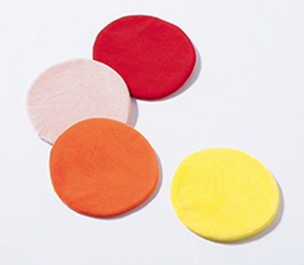 nanoca designの 「別珍コースター」。上からまる赤、まる桃色、柑、月欧各1,000円