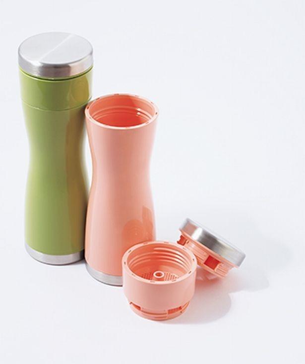 アシストオンの 「 tea-pot-bottle  with strainer」。グリーン、さくら各2,500円