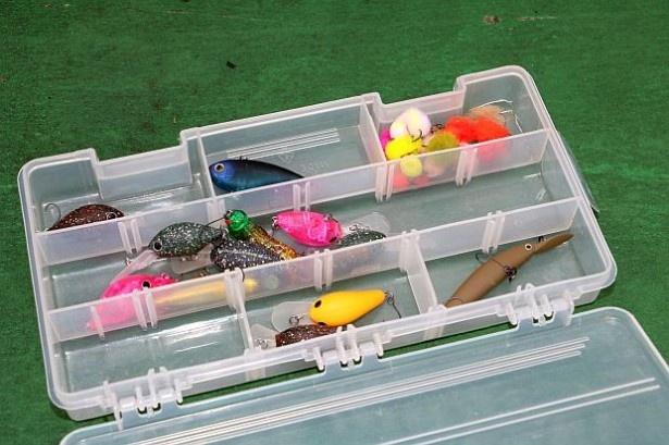 小魚に似たルアー(プラグ)は水中でプリプリと動く