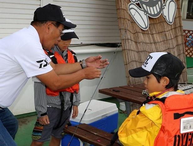 スクールでは、釣りのレベルアップを図ると共に「自分で考え、自分で工夫し、自分で動く」ことも身につけさせていく