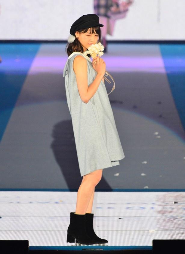 西野七瀬は「non-no x OLIVE des OLIVE」のステージに登場
