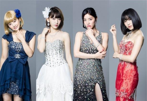豪華な衣裳に身を包む兒玉遥、宮脇咲良、松井珠理奈、横山由依(写真左から)