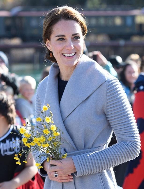 英国の公務を再開したキャサリン妃のファッションが話題に!