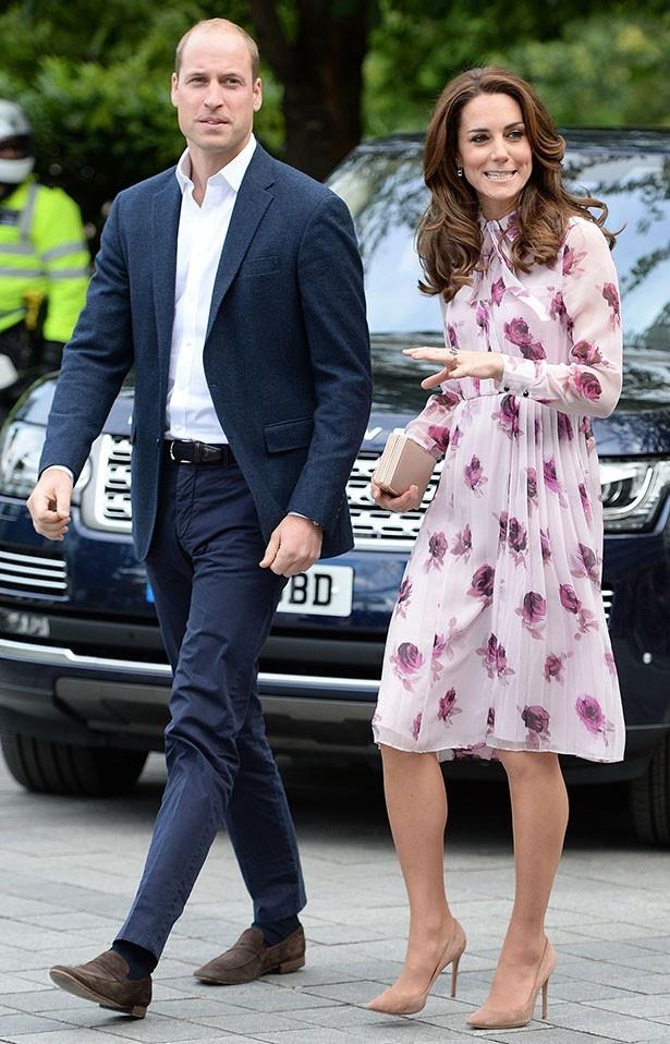【写真を見る】専門家も認める、オシャレになった最近のウィリアム王子