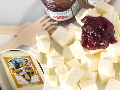 「チーズの城」の「デンマーク産クリームチーズ」(1120円)