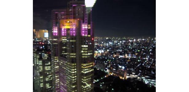 隣の高層ビルから眺めてもいい