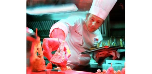 美食オリンピックに挑むシェフの姿に、釘付けになること間違いなし!