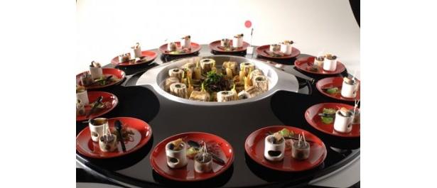 おなじみ日本料理のオードブル。こちらは肉料理が中心