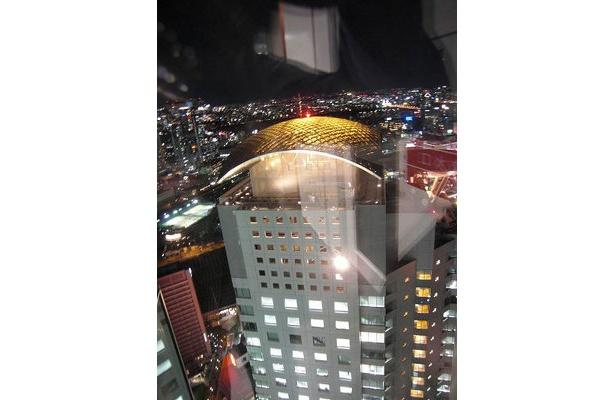 地上33階からの眺め。ハービスエントのビル上部が目の前に!