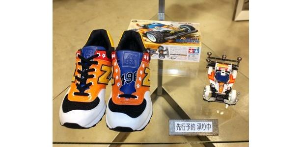 第1次ミニ四駆ブームの火付け役ともなった、漫画「ダッシュ!四駆郎」の世界感を表現したスニーカー(約3万円予定)も先行予約を受付