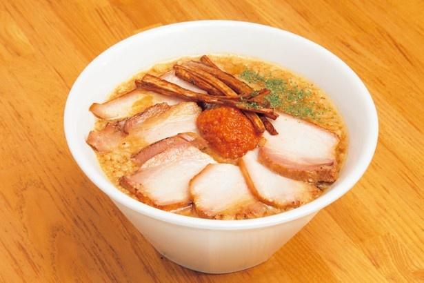 【写真を見る】麺屋庄太が日付限定で提供する限定麺「辛肉味噌麺」(800円)