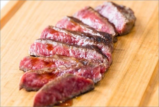 「東京大阪食肉市場直送 肉焼屋D-29」の「近江姫和牛ステーキ2種類食べ比べ」(2400円)