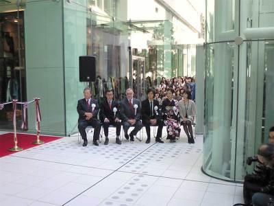 オープニングセレモニーには滝川クリステル氏、中越典子氏、藤木直人氏(右より)などが出席