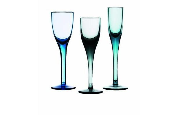 「SKOGSSTJARNA/スコグスシェールナ」は、吹きガラスの不ぞろいさも魅力(799円/3個)
