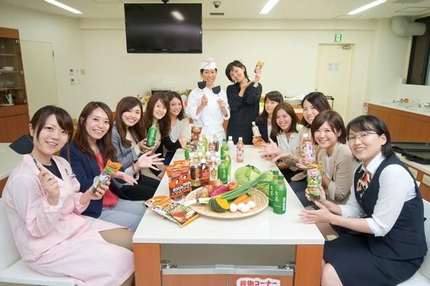 キリンビバレッジとおたふくソースの女性社員たちが、健康的で美味しい食と飲み物の組み合わせを考案!