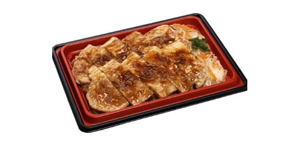 第一弾の「スタミナ牛焼肉弁当」で話題になった、ローソンの「驚きの商品」シリーズ。その第二弾となる「ダブルポークステーキ重」(500円)が、9/15(火)に発売される