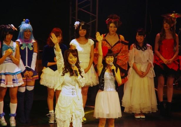 【写真を見る】Team LADYキャプテン・大和姫呂未とTeam MADONNAキャプテン・白石茉莉奈が選手宣誓