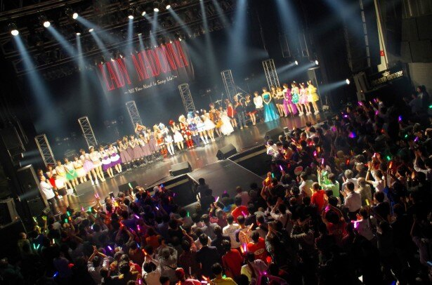 大トリの白石茉莉奈の出番前に出場者全員がステージに登場