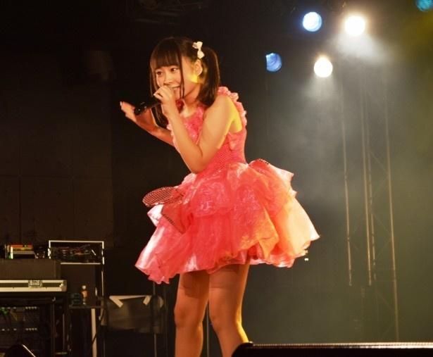 【写真を見る】元乙女新党のリーダーだけあって、高橋は貫禄のステージを見せた!