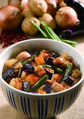 野菜たっぷり、甘辛タレが食欲をそそる「ダッカルビ丼」(490円)