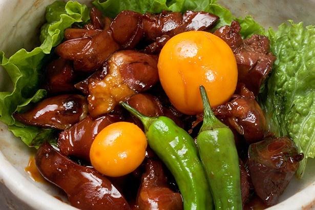 甲府鳥もつ煮は、蕎麦屋の職人が鶏のモツを『もったいない。何か安くてうまいものはできないか』と考案したのもの