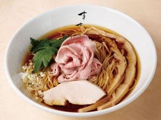 すすりの淡麗中華そば(680円)。時間をかけて抽出した清湯(チンタン)スープのクリアで奥深い風味が際立つ一杯だ