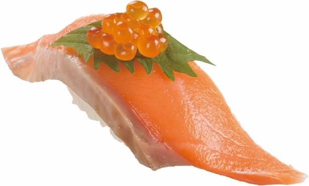 【写真を見る】上質の脂がのった「天然秋鮭いくらのせ」(税抜 100円)