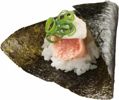 レアに炙ったたらこを手巻き寿司で!「噴火湾産たらこ手巻」(税抜 100円)