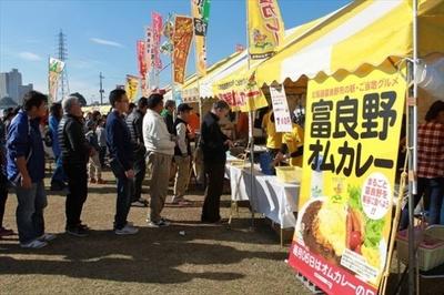 「土浦カレーフェスティバル」にはさまざまなカレーが登場