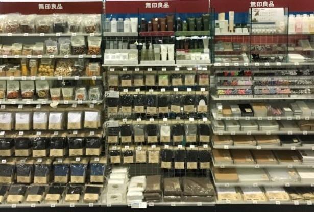 全国のサークルK及びサンクス約6300店で、「無印良品」の衣料品などを取り扱う