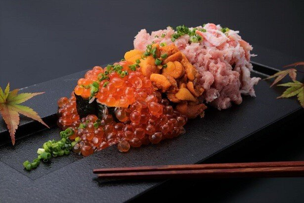 「こぼレインボー寿司」(税抜2980円)