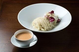 蝉吟(せんぎん)のエビつけ麺(オマール海老の冷たいソース)780円。濃厚なエビソースに自家製のもっちりストレート麺が見事にマッチ