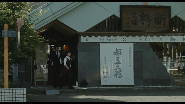 姉・千奈津が働く「新杵 本店」へ、金の無心にやって来た良多