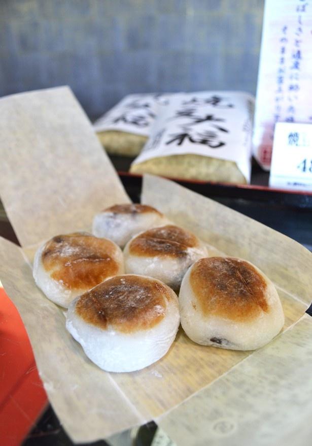 「焼豆大福」の小豆、赤えんどう豆は北海道産を使用。食感がよくなるように、豆の数にもこだわっている(「新杵 本店」)