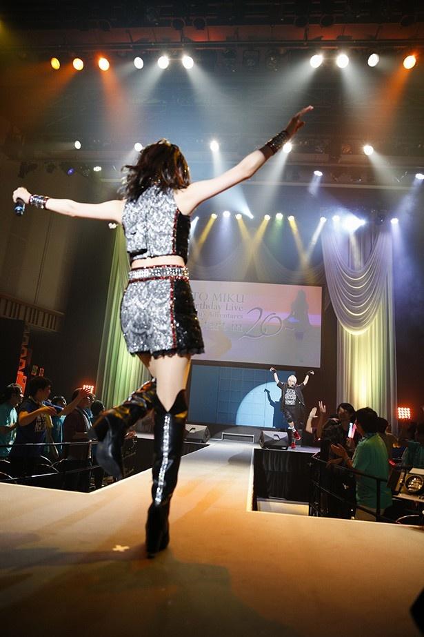 笑顔で務め上げたステージは、オトナへの一歩。伊藤美来バースデーライブレポート!