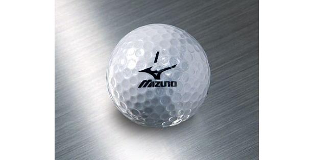 銀色を出すのに苦労したゴルフボール