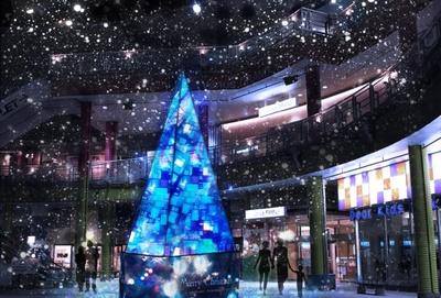 【写真を見る】クリスマスまでの期間限定で、ステンドグラスをモチーフにした光輝くクリスマスツリーが出現