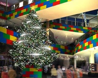 約60,000個のLEGO®ブロックを使った巨大クリスマスツリー