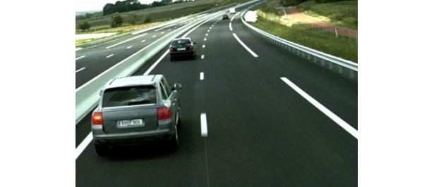 これがセット!?10kmに及ぶ真新しい高速道路