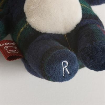 足の裏の「R」の刺しゅうがポイント