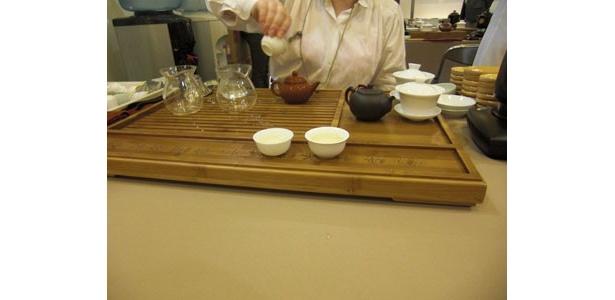 その時によって、種類が違う中国茶の試飲。たくさん飲み比べよう
