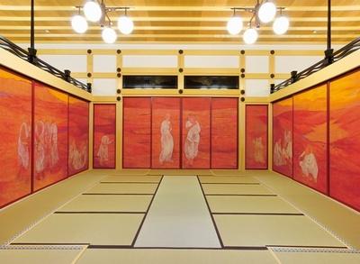 3室構造で仕切られた58枚からなる本堂の襖絵「風河燦燦三三自在」は、田村能里子画伯の手によるもの
