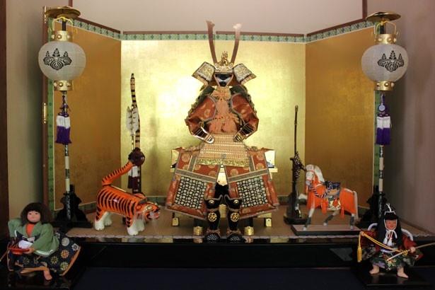 日本の祝祭として、写真の端午の節句のほかにも、桃の節句、お正月のシーンなどを展示